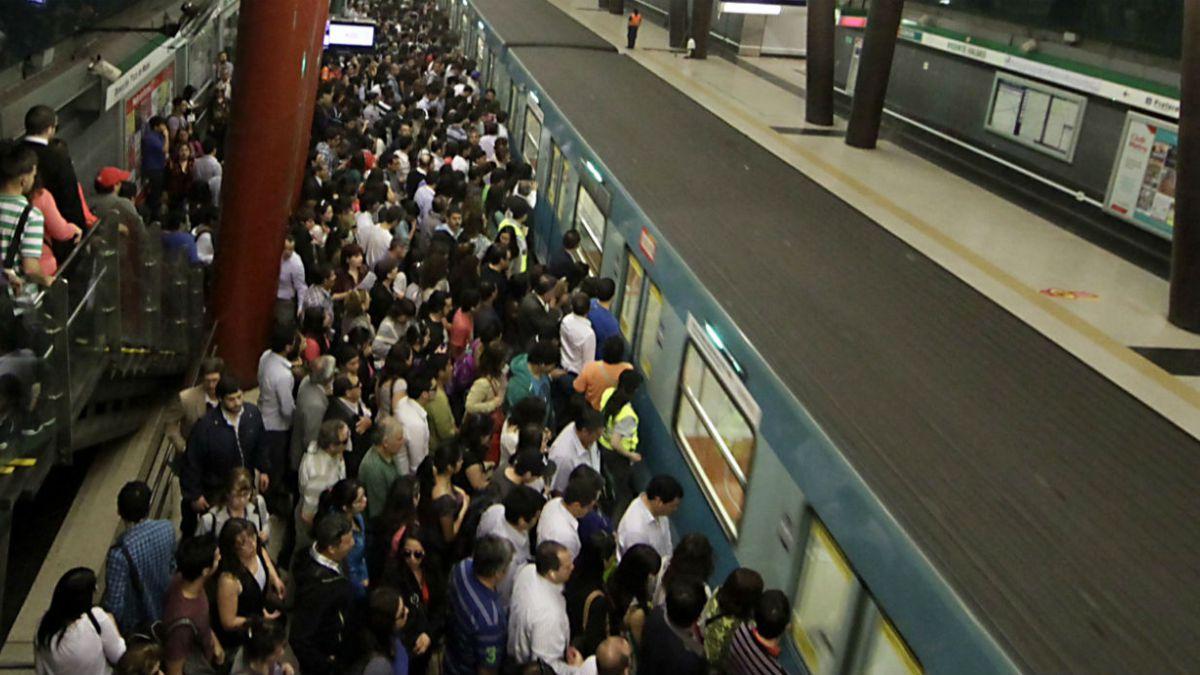 Indignante Metro Alza Pasaje A 800