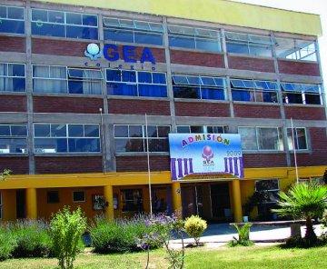 Colegio Gea de Quilpué: Vía mail y de forma ilegal, la dirección suspende contratos a 20 profesores