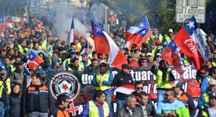 Los portuarios chilenos realizan huelga en apoyo al retiro anticipado de pensiones