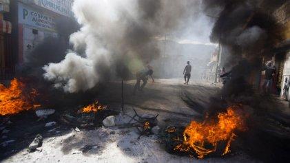 Miles de haitianos toman las calles contra la corrupción: al menos seis personas asesinadas