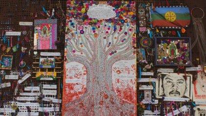 El árbol de la vida, una obra monumental en los muros de la resistencia chilena