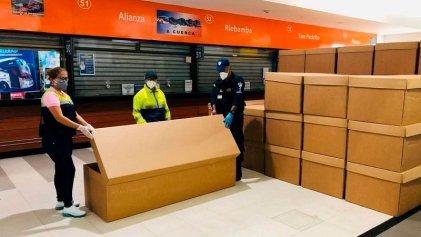 Perversidad en Ecuador: Municipio de Guayaquil entrega cajas de cartón para enterrar a los pobres