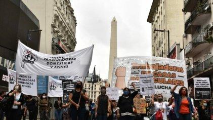 Trabajadoras de casas particulares se movilizan hacia el Ministerio de Trabajo
