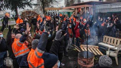 """Un mes de huelga en Total: """"Los trabajadores estamos a favor de la transición ecológica, pero no en manos de los capitalistas"""""""