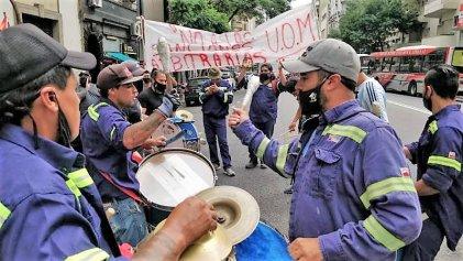 [Video] Trabajadores de Ternium-Siderar Canning se movilizaron al Ministerio de Trabajo