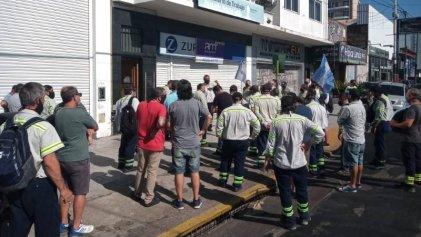 Trabajadores de Tenaris - Siat Valentín Alsina se movilizaron en Lanús