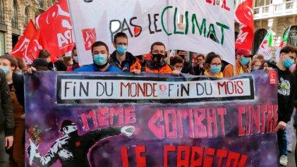 Trabajadores petroleros marcharon junto a jóvenes por el clima en Francia