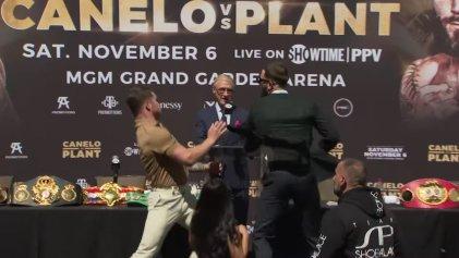 Piñas sin guantes: Canelo Álvarez y Caleb Plant no esperaron a la pelea del 6 de noviembre