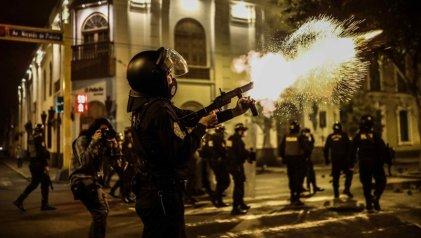 Represión y muertos en Perú: el Gobierno de Merino pende de un hilo
