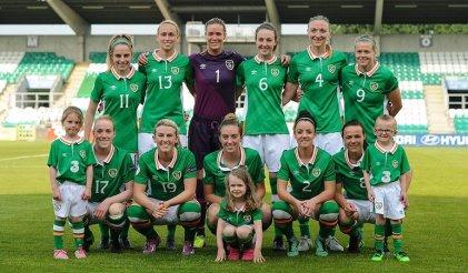 Histórico triunfo de las jugadoras en Irlanda: la brecha salarial aquí y allá