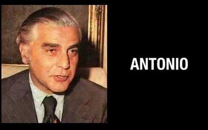 """Anabel Fernandez Sagasti cuelga el cuadro de """"Antonio"""""""