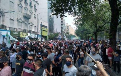 Masiva y contundente respuesta de los trabajadores municipales a Llaryora