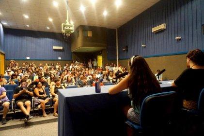 """Andrea D'Atri en Chile: """"No hay políticas de Estado frente a la violencia de género"""""""
