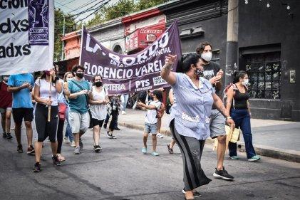 """Docentes y auxiliares marcharon en Varela: """"Queremos cargos para poder trabajar"""""""