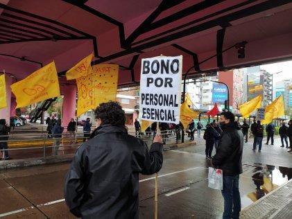 Trabajadores de la Línea 60 cortaron Puente Saavedra por aumento salarial