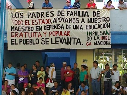 Por los maestros: ¡A las calles los padres de familia!