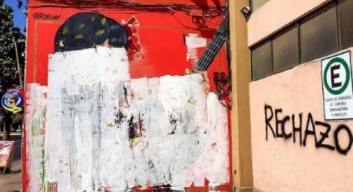 """""""Un crimen a la cultura"""". Redes sociales rechazan destrucción de mural de Mon Laferte"""