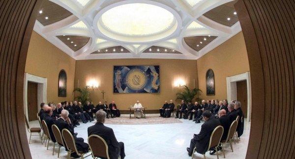 Obispos renuncian en medio de fuerte crisis de la Iglesia por casos de abusos