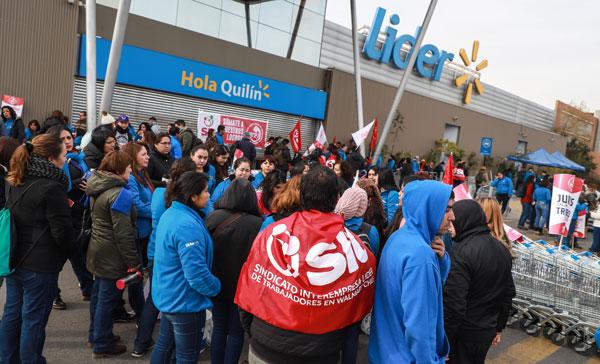 """Trabajadores de Walmart en huelga: """"No queremos ser máquinas multifuncionales"""""""