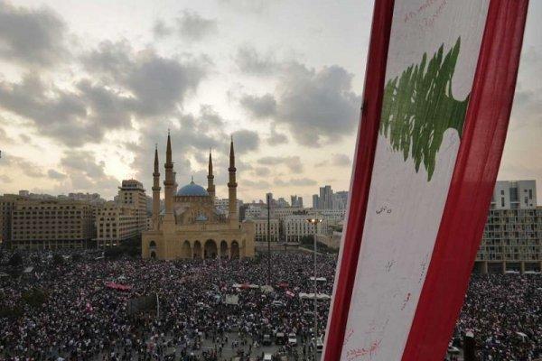 Las calles de Líbano festejan la renuncia del primer ministro