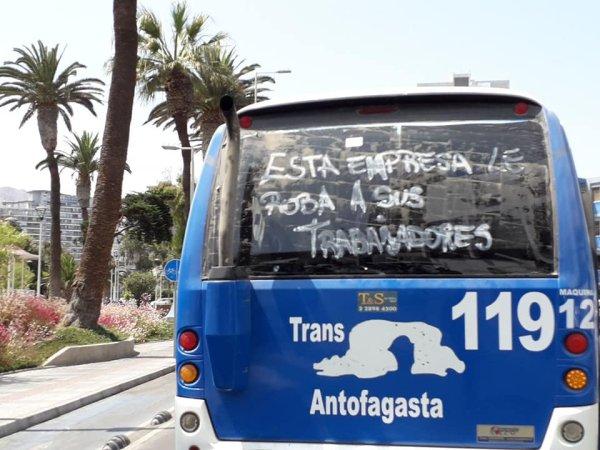 Conductores de TransAntofagasta pelean por contrato de trabajo